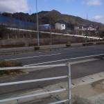此処に駐車道路向かいが岡本登山口