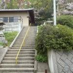 階段のぼると登山口があります