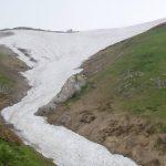 左の尾根を登り詰めると分岐・右に進むと駒ガ岳雪渓はありません