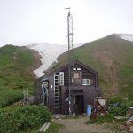 駒の小屋到着休息の後山頂へ
